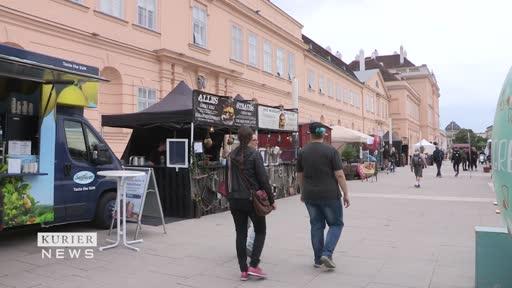 Food-Trucks parken vorm Museumsquartier